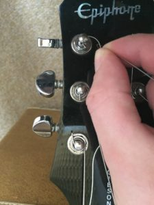 remove guitar strings