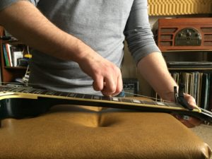 stretch guitar strings
